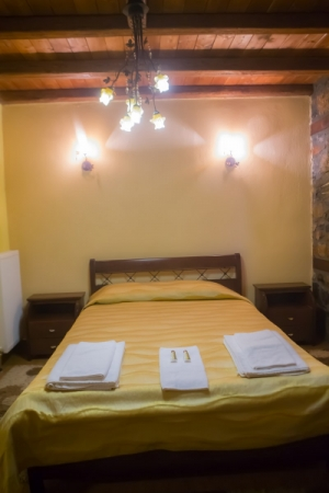 Double room with fireplace, Guesthouse Toitos | Kaimaktsalan | Palios Agios Athanasios